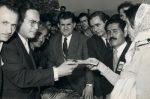 Offizielle Zeremonie zur Eintragung einer anatolischen Landbesetzerin ins städtische Grundbuch, 1950er Jahre